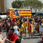Cataluña: Independentistas van favoritos en encuestas por primera vez