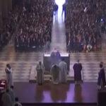 Francia: Homenaje en Notre Dame a cura asesinado por terroristas (VIDEO)