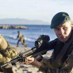 Reino Unido permitirá a las soldados combatir en primera línea