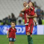 UEFA no permitirá ingresar a hijos de jugadores en festejos en gramado de juego