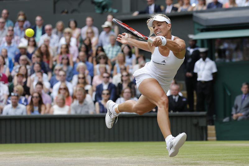 PK113 WMBD. Wimbledon (United Kingdom), 09/07/2016.- Angelique Kerber of Germany in action during the final match against Serena Williams of USA at the All England Lawn Tennis Club, in London, Britain, 08 July 2016. (Londres, Tenis, Alemania, Estados Unidos) EFE/EPA/PETER KLAUNZER EDITORIAL USE ONLY/NO COMMERCIAL SALES