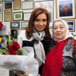 Argentina: Expresidenta visita a Madres de Plaza de Mayo antes de Ronda 2,000
