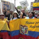 Ecuador: Presentan más de 1'200,000 firmas para reelección de Correa