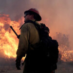 California: Aún no controlan el fuego que ha arrasado 12,000 hectáreas