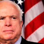 John McCain cuestiona a Trump por declaraciones sobre militar musulmán