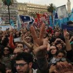Miles acompañaron a las Madres de Plaza de Mayo en su ronda 2,000
