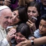 Papa Francisco recibió a 21 refugiados sirios para almuerzo en el Vaticano