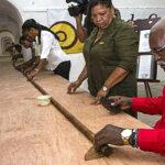 El puro más largo del mundo dedicado a 90 cumpleaños de Fidel Castro