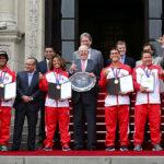 Presidente Kuczynski a campeones de surf: Son un equipo de primera (VIDEO)