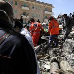 Italia: Terremoto destruyó la mitad de un pueblo y hay gente bajo los escombros