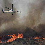 EEUU: Evacuan a más de 83 mil personas por voraz incendio forestal