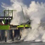 Chile: Cierran puertos en centro y norte por olas de hasta 5 metros de altura