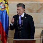 Santos firma decreto del alto el fuego bilateral y definitivo con las FARC