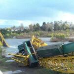 Chile: Tren con cargamento químico cae al río tras desplomarse puente