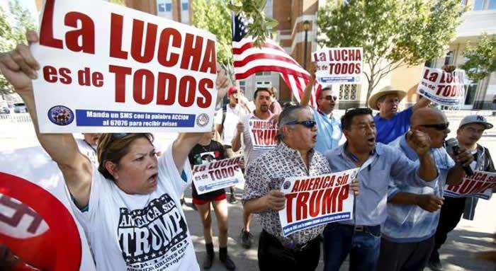 trump-latinos2-700