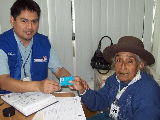 Día del Adulto Mayor: Reniec atiende gratis a mayores de 65 años ...