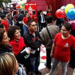 Cientos de escolares y ciudadanos celebraron Día Internacional de la Democracia