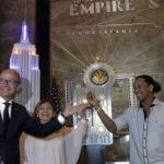 El Empire State se iluminó de azulgrana con participación de Ronaldinho