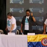 Las FARC ratifican acuerdo de paz e invitan a disidentes a dejar las armas
