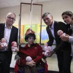 """Argentina: Iberia y fundación donan muñecos """"calvos"""" a niños con cáncer"""