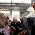"""Papa pide que periodismo no se convierta """"en un arma de destrucción"""""""
