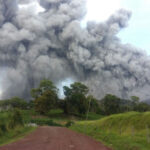 Costa Rica: Volcán cubre de ceniza la capital y dos provincias