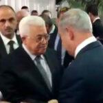 Netanyahu y líder palestino Abbas se dan las manos en funeral de Peres (VIDEO)