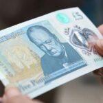 Reino Unido: Entra en circulación nuevo billete de plástico de 5 libras