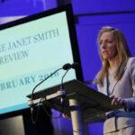 Reino Unido: Renunció presidenta de BBC ante pedido de la premier May