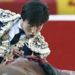 Roca Rey volteado por el tercer toro de la tarde en Palencia
