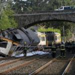 España: Descarrilamiento de tren de pasajeros deja 4 muertos