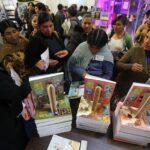 Bolivia inaugura feria del libro con Quijote a lomos de una llama