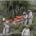 Nueve muertos y dos heridos al caer mototaxi por barrancoen el Cusco