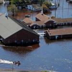 EEUU: Ordenan evacuar pueblos inundados tras el huracán Matthew