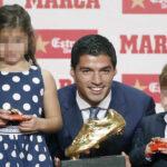 Luis Suárez recibe su 2da. Bota de Oro como máximo goleador 2015-16