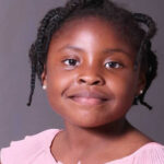 África: Niña sudafricana la escritora más joven tras publicar libro