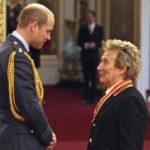 Rod Stewart investido como Caballero del Imperio Británico