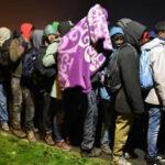 "Francia: Evacuan a 7 mil inmigrantes de campo ""Jungla de Calais"" (VIDEO)"