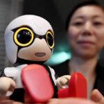 """Japòn: Presentan a robot bebé """"Kirobo Mini"""", compañero de adultos y niños (VIDEO)"""