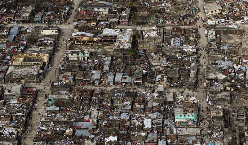 MIA17. PUERTO PRÍNCIPE (HAITI), 7/10/2016.- Imagen aérea suministrada por la MINUSTAH que muestra la ciudad de Jeremie (Haiti) el jueves 6 de octubre, en el oeste del país, que junto a Les Cayes, sufrió la mayor destrucción a consecuencia del huracán de categoría 4 Matthew. La cifra de muertos en Haití por el paso del huracán Matthew se disparó hoy, viernes 7 de octubre de 2016, a 820, según informó a Efe una fuente del Gobierno haitiano. La cifra prácticamente duplica el número de fallecidos que facilitó a primeras horas de hoy Protección Civil. EFE/UN/MINUSTAH/Logan Abassi/SÓLO USO EDITORIAL/NO VENTAS