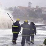 Uruguay: Vientos huracanados dejan destrozos en edificios costeros