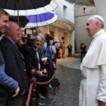 Papa pide que periodistas estén motivados por la verdad y la ética