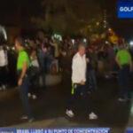Hincha abraza a Neymar en el único incidente de la llegada de Brasil a Lima