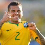 Brasil: Dani Alves coronará 100 partidos con la selección ante Perú