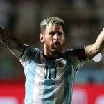 Messi sacó la varita mágica y Argentina goleó 3-0 a Colombia
