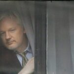 Julian Assange es interrogado en la embajada ecuatoriana en Londres