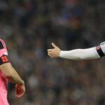 Inglaterra y Escocia desafían a la FIFA y lucen la amapola en el brazalete