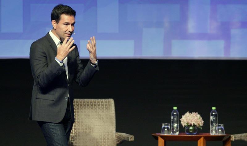 """LIM200. LIMA (PERÚ), 17/11/2016.- El vicepresidente de Facebook para América Latina, Diego Dzodan, habla hoy, 17 de noviembre del 2016, durante la ceremonia de clausura de la IX Cumbre Pyme del Foro de Cooperación Económica Asia Pacífico (APEC), que se celebró en Lima (Perú). Dzodán afirmó que """"La discusión que está ocurriendo en estos momentos es sobre las formas de comunicación que están abriendo oportunidades para las Pymes que nunca antes habían ocurrido"""" .EFE/Ernesto Arias"""
