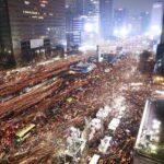 Surcoreanos piden dimisión de su presidenta en otra gran manifestación