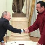 Rusia: Vladimir Putin entrega pasaporte al nacionalizado actor Steven Seagal